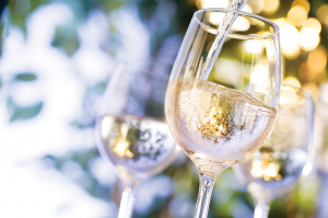 10 Affordable Delicious White Wine Perfect For Summer