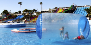 10 Amazing Indoor and Outdoor Water Parks You Must Visit in Summer 2017